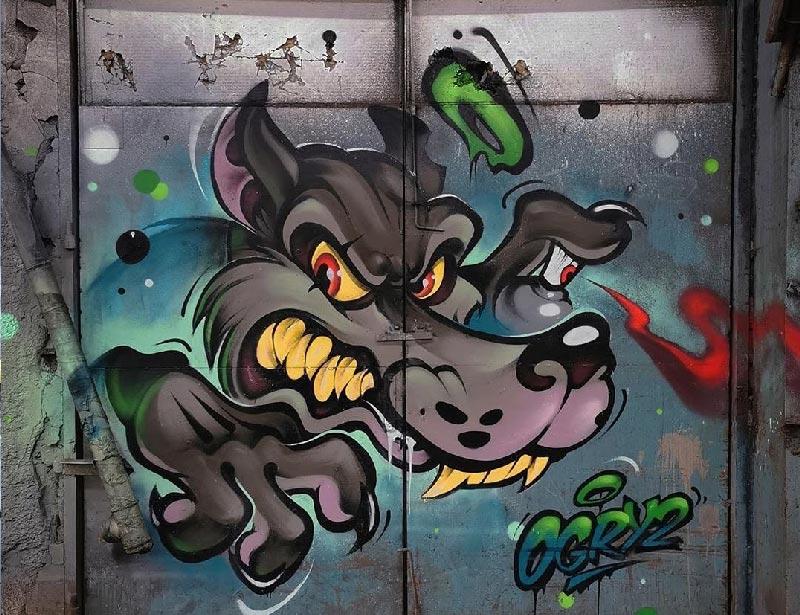 En la imagen vemos un ejemplo de graffiti wild style realizado por graffiteros profesionales en valencia