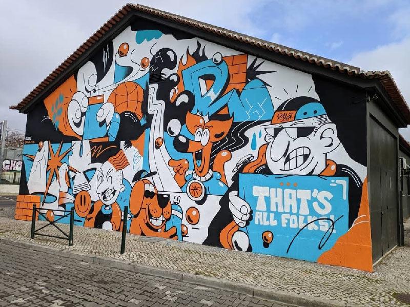 Esta es una imagen de un mural abstracto que realizaron pintores de graffiti profesionales en una exhibición en Galicia