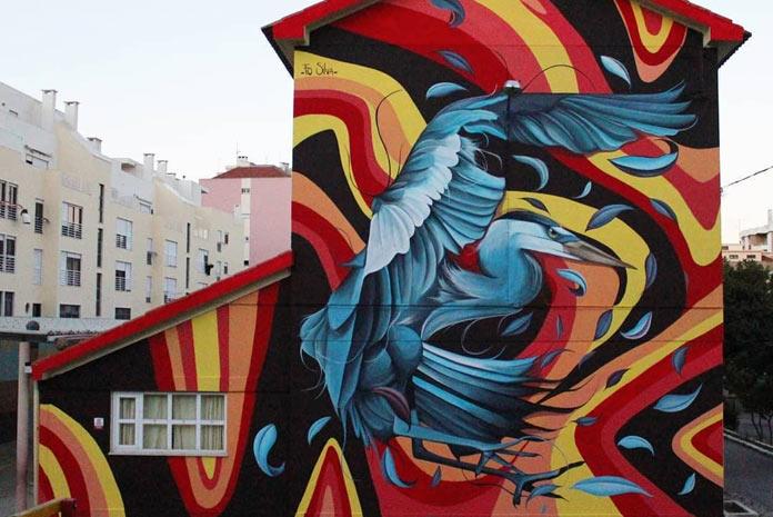 El graffiti abstracto es perfecto para la decoración de fachadas exteriores como se puede ver en esta imagen