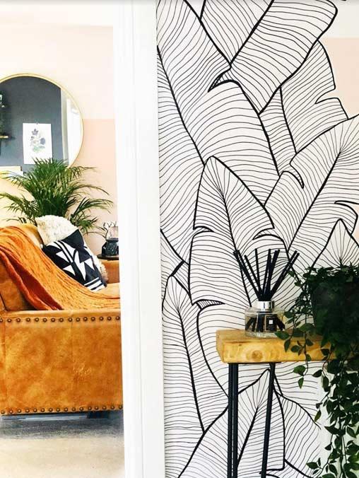 Es esta foto de ve un mural hecho por nuestros pintores de graffiti profesionales en una casa